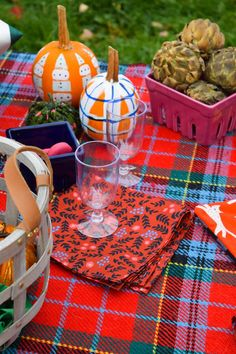 Mix and match flannel, cotton and outdoor prints to create a fun fall picnic including DIY napkins, pillows, blankets and more!