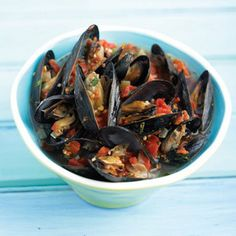 Spicy Mussels with Tomato and Basil