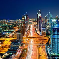 https://flic.kr/p/aB1fT9 | The Veins Of Dubai #8 | <b>Type 'L' for the mandatory LARGE view!</b>  Another addition to my 'Veins' series, this was shot 10 months ago, I completely forgot about it. I should check my hard drive more often! :-)  This was shot from a helipad located on the 60th floor in Dubai Business Bay.  You can see the main highway (Sheikh Zayed Road) which goes all the way through the Emirate. On the right side, parallel to the road are the Dubai Metro tracks. With 75 km of…