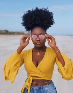 Do you guys like this Beautiful Hair Styles for Black Women? Jamaican Black Castor Oil, Pelo Afro, Look Girl, Looks Black, Black Girls Hairstyles, Short Hairstyles, Simple Hairstyles, Curly Hair Black Girls, Ponytail Hairstyles
