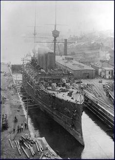 HMS/HMCS NIOBE   Construit au titre du 1895-1896 au chantier Vickers de Barrow, mis sur cale le 16 décembre 1895, lancé le 20 février 1897 et achevé le 6 décembre 1898