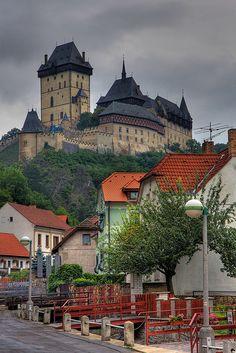 Castelo Karlštejn,  Central Bohemia, República Tcheca.  Fotografia: James Robertson no Flickr.