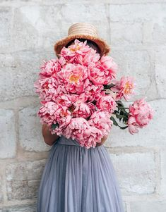 Haven't we all always wanted a picture with an arm full of peonies perhaps too big to carry. What are your favorite flowers? My Flower, Fresh Flowers, Beautiful Flowers, Tropical Flowers, Small Flowers, Purple Flowers, White Flowers, Flower Aesthetic, Flowers Online