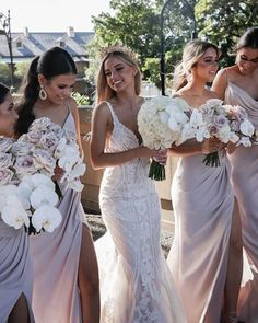 Just look at this happy bride with her bridesmaids!😍 Comment what you think💖⁠ . Photos @imagehausweddings Bride @nat.kissa Venue: @thegroundsevents @thegrounds Florals: @lostinemerald Gown: @martinalianabridal Crown: @viktorianovak Hair: @btassone_hair MUA: @glowstudios_mua Brides And Bridesmaids, Bridesmaid Bouquet, Bridesmaid Dresses, Bridal Bouquets, Bridesmaid Accessories, Wedding Accessories, Loft Wedding, Luxury Wedding, Wedding Dress Gallery