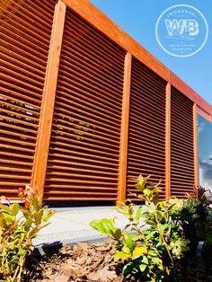 Drewniana nowoczena wiata garażowa producent woodbud 2021 Garage Doors, Outdoor Decor, Home Decor, Decoration Home, Room Decor, Home Interior Design, Carriage Doors, Home Decoration, Interior Design
