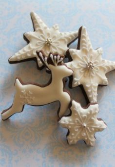 christmas cookies snowflake Weihnachtspltzchen winter cookies love the deer with the lone white snowflake Chocolate Christmas Cookies, Christmas Sweets, Christmas Cooking, Noel Christmas, Christmas Goodies, Chocolate Cookies, Mint Chocolate, Chocolate Chips, Fancy Cookies