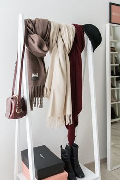 walk in closet - Ankleidezimmer - Acne Studios - Canada Scarf - Topshop - Depot - Kleiderstange - cloth rack - Saint Laurent - YSL