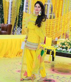 Best Haldi Ceremony Dress Ideas For 2019 Weddings - शादी की वेबसाइट Pakistani Mehndi Dress, Pakistani Wedding Outfits, Punjabi Dress, Pakistani Girl, Pakistani Dresses, Indian Dresses, Indian Outfits, Indian Lehenga, Indian Clothes