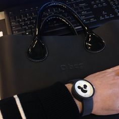 Officelook for today: minimalistic black with a touch of fun . #obag #obagmini #oclock #mickeymouse #mickey #disney #blackandwhite #patentleather #black #fashion #italiandesign #italian #design #fullspot #fullspot_italia_official #bag #bags #watch #watches #dutch #dutchgirl #hollandgirl #baggirl