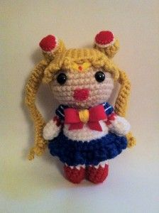 Okay, I'm going to learn how to knit JUST so I can make this! This little Sailor Moon Amigurumi is unbearably cute! I can't take it. I MUST MAKE ONE!