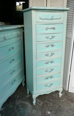 Love the weathered-looking shade of turquoise