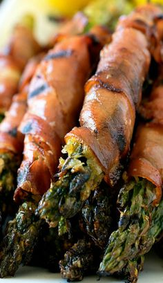 Parmesan-Coated Asparagus Wrapped in Prosciutto One of my favorite sides! #organic #thanksgiving
