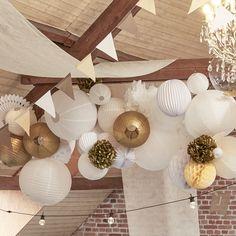 Wedding ceiling decoration: decoration ideas, advice and selection - Deco # # id Wedding Table, Diy Wedding, Wedding Day, Wedding Advice, Wedding Ceiling Decorations, Table Decorations, Cheap Dresses Online, Simple Weddings, Lanterns
