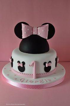 #cake #cakedesign #minnie #topolino #cartoon #foodphotography #festa #party #compleanno #1anno