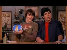 15 Times 'Drake And Josh' Summed Up The College Experience Drake And Josh House, Drake Y Josh, Drake Bell, Funny Animal Memes, Funny Quotes, Funny Memes, Drake Photos, Josh Peck, Netflix