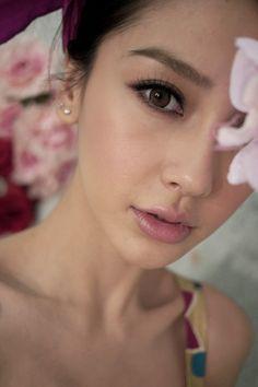 korean makeup – Hair and beauty tips, tricks and tutorials Bridal Makeup, Wedding Makeup, Asian Makeup Before And After, Asian Makeup Looks, Korean Makeup, Asian Makeup Tutorials, Natural Brows, Angelababy, Organic Beauty