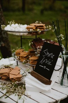 S'Mores bar for outdoor wedding reception Wedding Reception Ideas, Woodsy Wedding, Camp Wedding, Trendy Wedding, Wedding Planning, Wedding Day, Wedding Bonfire, Wedding Dessert Tables, Reception Food