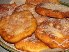 Ingredients: Milk – 1 cup Warm water – 1 cup Active dry yeast – 2 tablespoons Salt – 1 teaspoon White sugar – 2 tablespoons Shortening – 3 tablespoons All purpose flour or maida – 4 cups Oil for deep frying For elephant ears topping: Köstliche Desserts, Dessert Recipes, Deep Fried Desserts, Deep Fried Foods, Deep Fried Recipes, German Desserts, Elephant Ears Recipe, Elephant Ears Food, Fritters