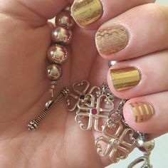 #jamberry #jamberrynails #metallicgoldpinstripejn #goldfishnetjn #mirrormetallicgoldjn #love  #style