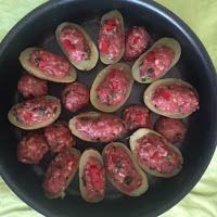 Smaakvol zonder zout: Paas-aardappeltjes Eggplant, Sausage, Meat, Vegetables, Food, Red Peppers, Veggies, Eggplants, Vegetable Recipes