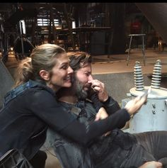 Lol, behind the scenes #the100 #paigeturco #henryiancusik