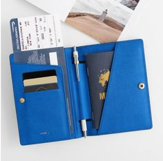 La Route Du Bonheur Passport Case. Good guy color, really functional. This is a good one.
