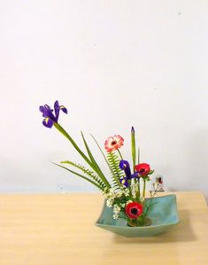 Moribana style Ikebana Flower Arrangement, Flower Arrangements Simple, Ancient Art, Japanese Art, Simple Style, Bonsai, Vases, Planter Pots, Gardening
