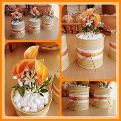 Floreritos decorativos con latas de maiz, se pone unas cintas y flores…