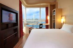 7-img_2931-ibis-hk-central-7606-harbour-view-queen-bedroom-02