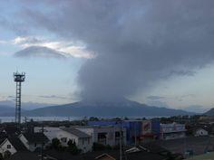 桜島(灰がこちらへ流れてきている) 2012年8月15日 5時58分
