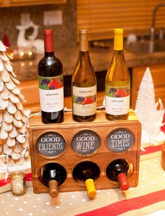 Cozy Chic Holiday Entertaining Tips {+ 14 Hands Wine & Free Chalkboard Style Printables}
