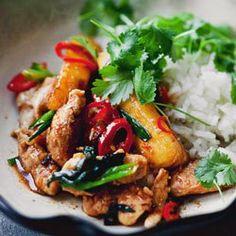 Stir-fry z kurczakiem, ananasem i chili Tortellini, Penne, Asian Recipes, Healthy Recipes, Ethnic Recipes, Pineapple Chicken Stir Fry, Sandwiches, Main Meals, Food Inspiration