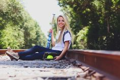 Girls' Softball Senior Pictures. I want my senior picture to look like this!!!<3