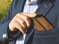 This is your oportunity to help DIN Wallets, the Slim Wooden Wallets that will keep your cards safe!