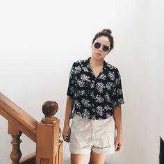 Vamos de paseo con shorts XXXL  .  .  #mimiroperoblog #outfit #ootd #streetstyle #look #style #fashion #follow #youtubeargentina #youtubecolombia #youtuber #fashionblog #fashionpost #flowers #shorts #like4like #likesforlikes #santamarta #colombia #instagood #instafashion #lookbook #home