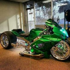 Green and running low. Custom Street Bikes, Custom Sport Bikes, Concept Motorcycles, Cool Motorcycles, Sidecar, Futuristic Motorcycle, Trike Motorcycle, Drag Bike, Chopper Bike
