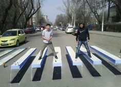 sent me this great photo of an optical illusion pedestrian crossing in Kyrgyzstan - what a fab idea! 3d Street Art, Amazing Street Art, Street Art Graffiti, Street Artists, Banksy Graffiti, Passage Piéton, Pedestrian Crossing, Zebra Crossing, Urbane Kunst