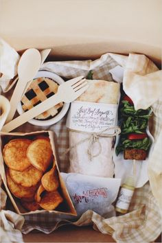 Instead of a plated dinner for your wedding, try a gourmet picnic 'dinner in a box' where everything is served at once. Having no hot items- or only one- makes food prep and service simplified, which is perfect for a beach picnic wedding Picnic Box, Picnic Dinner, Picnic Lunches, Picnic Time, Picnic Ideas, Picnic Foods, Summer Picnic, Picnic Baskets, Picnic Parties
