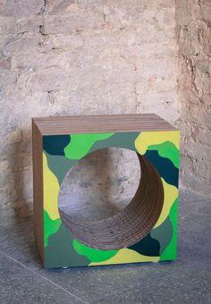 Due complementi d'arredo creativi e originali: sono il Vinyl Cube e il Mimetic Cube di POTlab, rispettivamente porta vinili e portariviste.