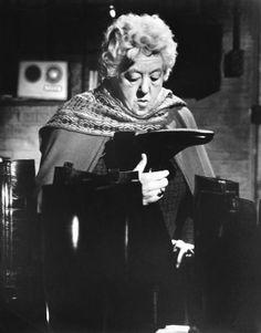 ❤♡❤ Margaret Rutherford in miss marple ❤♡❤ Mrs Marple, Agatha Christie's Marple, Margaret Rutherford, Classic Movie Stars, Classic Movies, Hercule Poirot, British Comedy, Star Wars, Movies