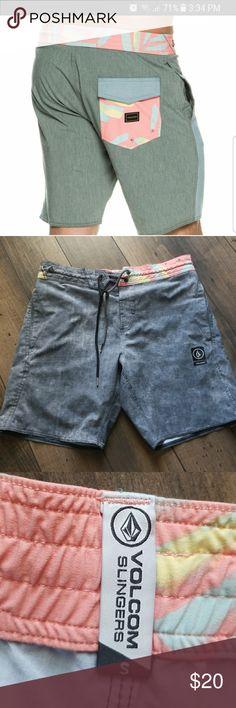 Men's small Volcom Slingers swim shorts In good condition men's size small swim trunks Volcom Swim Swim Trunks