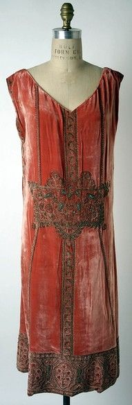 Evening Dress, Designer: Jean Patou (French, 1887–1936) Date: ca. 1924 Culture: French. Medium: silk, metallic thread, metal beads (metmuseum)