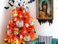 How to Decorate a Halloween Tree http://www.diynetwork.com/how-to/make-and-decorate/entertaining/how-to-decorate-a-halloween-tree-pictures >>