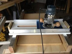 Improved Router Planer - by Tcombad @ LumberJocks.com ~ woodworking community