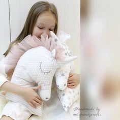 """Polubienia: 69, komentarze: 9 – Юля (@milahandycrafts) na Instagramie: """"Подушечки Единорожки для маленьких принцев и принцесс... Размер 30×40. Выполнены из импортного…"""""""