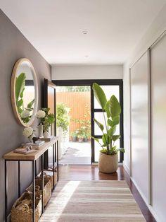 Hallway Furniture, Modern Furniture, Furniture Design, Home Room Design, House Design, Grey Painted Walls, Modern Entryway, Hallway Decorating, Modern Kitchen Design