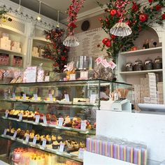 Hidden gem in London city City Of London, Table Settings, Gems, Sweets, Cakes, Explore, World, Pink, Travel