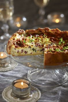 Valmista illanistujaisiin maukas suolainen piirakka, jonka täytteeseen laitetaan kylmäsavuporoa. Greek Recipes, Wine Recipes, Baking Recipes, Savory Pastry, Savoury Baking, I Love Food, Good Food, Yummy Food, Finland Food
