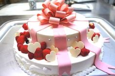 Torta de boda con cintas y corazones - 画像 : ♡リボンを使ったウェディングケーキ集♡【随時更新中】 - NAVER まとめ Pretty Wedding Cakes, Amazing Wedding Cakes, Dessert Drinks, Desserts, Wedding Cake Cookies, Decorator Frosting, Candy Pop, Funny Cake, Cake Designs