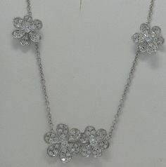 FLOWER DIAMOND NECKLACE 18K WHITE GOLD